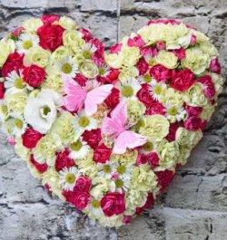 סידור פרחים לב כפרי
