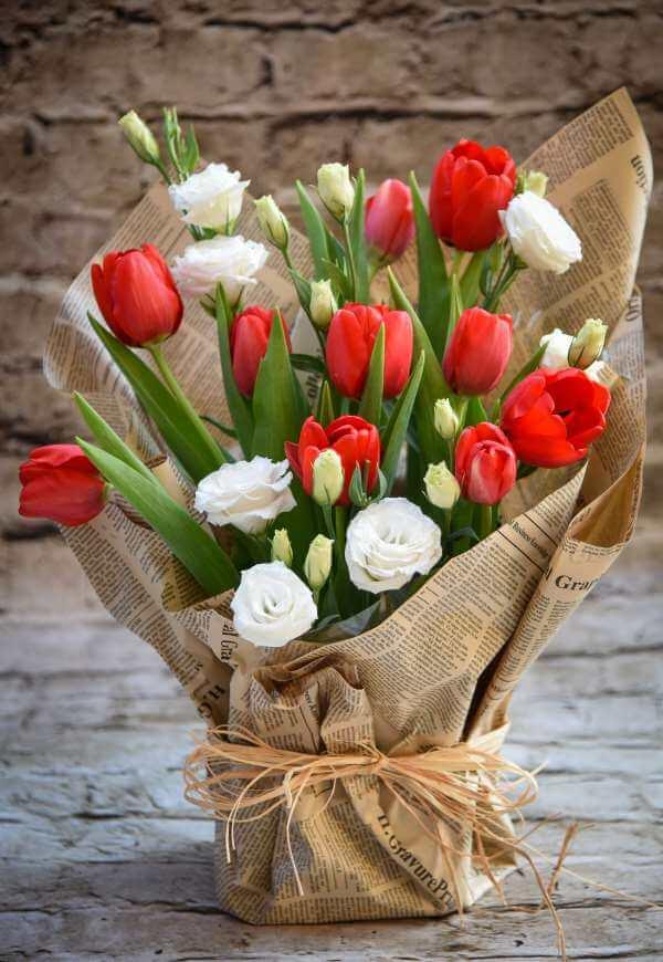 סידור פרחים אביבי כפרי