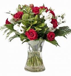 זר פרחים ורדים רומנטי אדום לבן