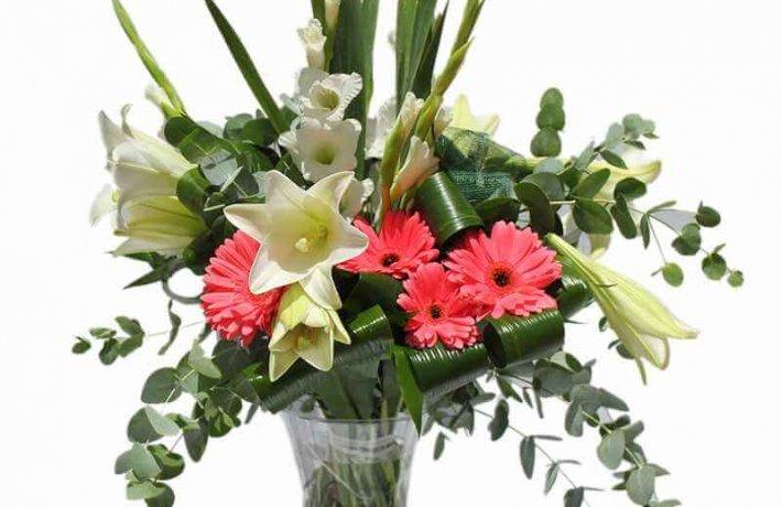 זר פרחים סייפנים בשילוב מיוחד