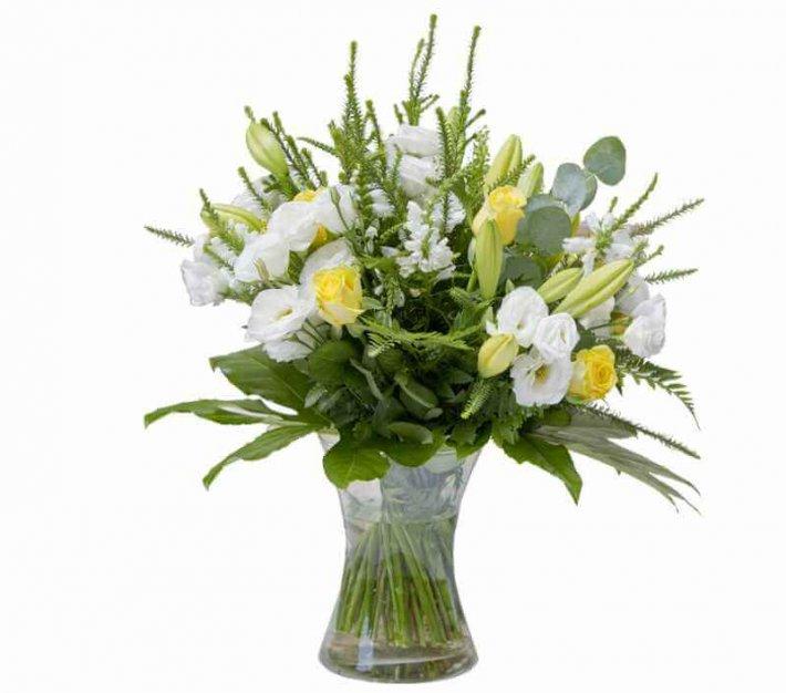 זר פרחים עם ליליות