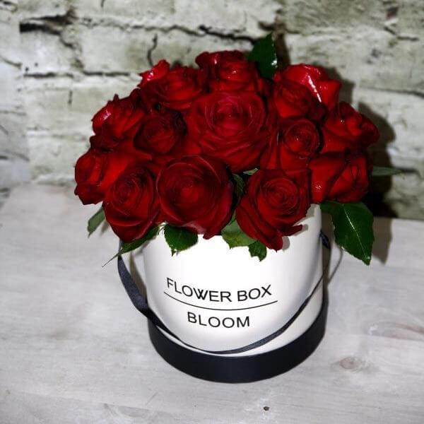 קופסת ורדים אדומים