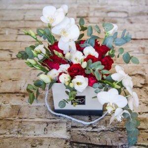 קופסת ורדים בשילוב סחלב