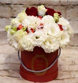 קופסת פרחים עם שוקולד