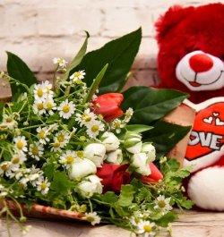 סידור פרחים עם דובי